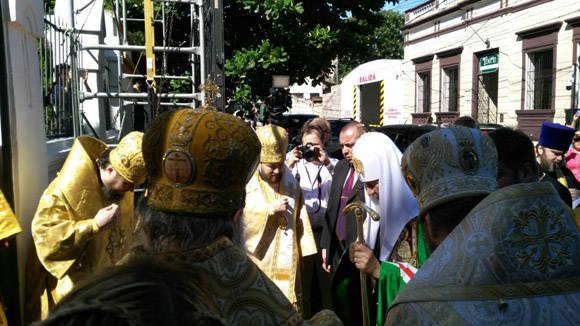 Unas 200 personas se congregan sobre la calle Nuestra Señora de la Asunción, a la altura de Jejuí. Foto: Aníbal Velázquez/ABC Color.