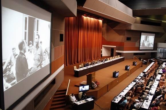 Previo a la ceremonia de clausura, tuvo lugar un panel sobre los aportes de Fidel a la ciencia y al desarrollo de las universidades en Cuba. José Raúl Concepción/Cubadebate.