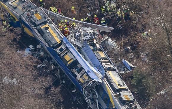 Los dos trenes siniestrados cerca de Bad Aibling, Baviera. Foto: P. Kneffel/ AP