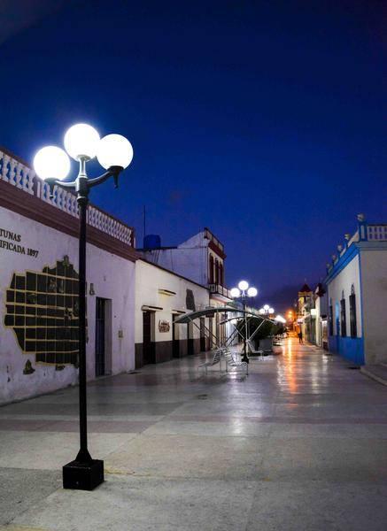 Amanecer en el nuevo Bulevar del centro de la ciudad capital, en Las Tunas, Cuba, febrero de 2016.Foto: Yaciel Peña de la Peña / ACN