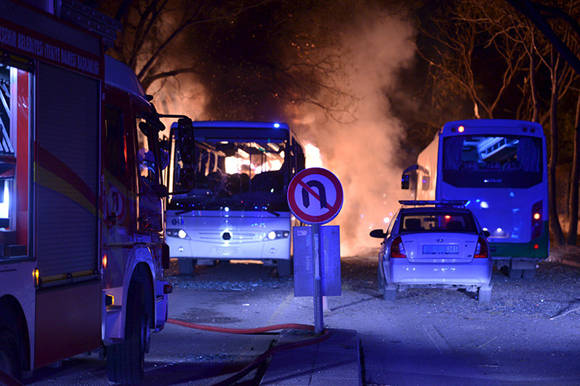 Un mínimo de 28 personas han fallecido y otras 61 están heridas, debido al atentado. Foto: Reuters.