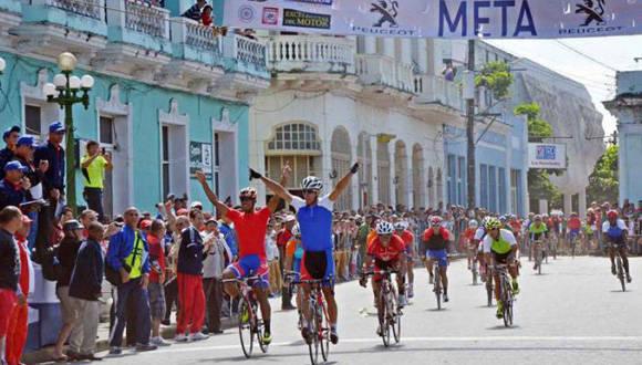 Un pelotón de 90 corredores de las 15 provincias animará el evento, que concluye el día 28 frente al Capitolio habanero. Foto: Yander Zamora/Granma.