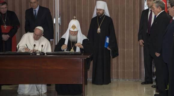 Firma de la Declaración Conjunta entre el Papa Francisco y el Patriarca Kirill. Foto: Ismael Francisco/ Cubadebate
