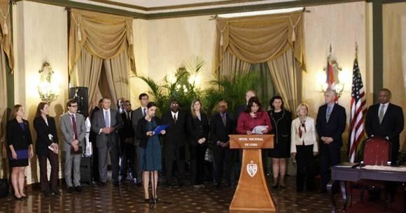 Traductora, presentadora y detrás la delegación de los Estados Unidos. Foto: José Raúl Concepción/Cubadebate.