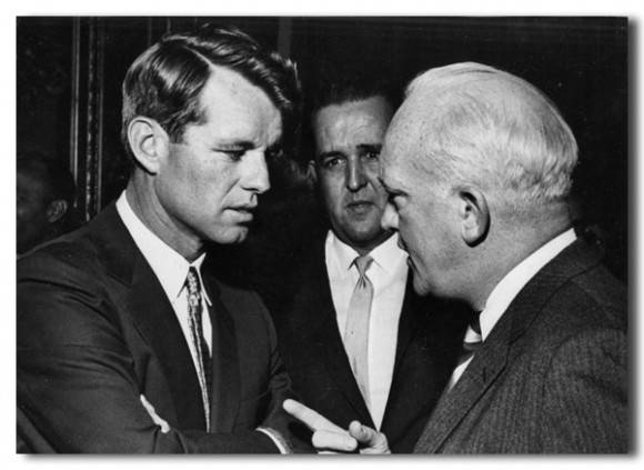 Robert F. Kennedy y Donovan.
