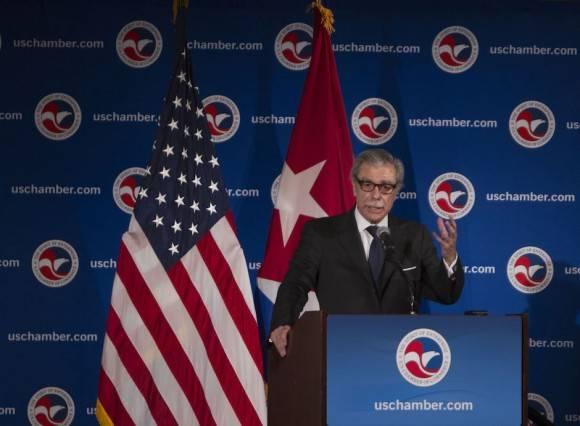 Carlos Gutiérrez interviene en el encuentro entre empresarios de Cuba y EEUU. Foto: Ismael Francisco/ Cubadebate