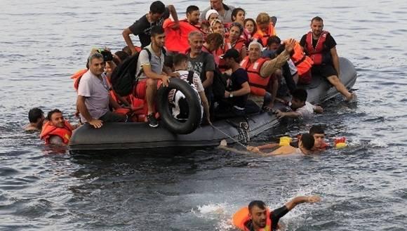 Continúa la búsqueda de los pasajeros desaparecidos. Foto: EFE.