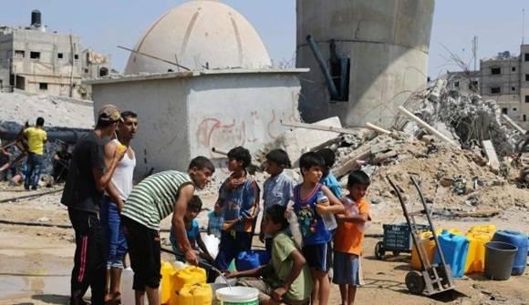 Mientras los israelíes disponen del agua que precisan, los palestinos se tienen que contentar con la que les da el ejército, una situación que adquiere proporciones dramáticas en Gaza y en algunas zonas de Cisjordania.