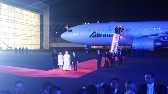 En México, Francisco es recibido por el Presidente Enrique Peña Nieto y su esposa. Foto: @inesanma/ Twitter