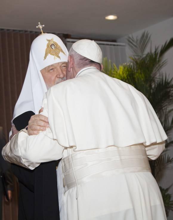 El Papa Francisco y el Patriarca Kirill reunidos en la Terminal 1 del Aeropuerto José Martí. Foto: Ismael Francisco/ Cubadebate