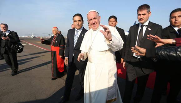 El Papa Francisco llegó esta mañana a Morelia, la capital michoacana, a bordo de Boeing 737-800 de AeroMéxico. Foto: El Universal.