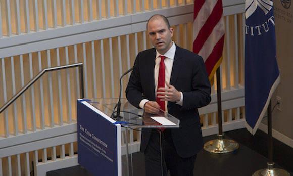 Ben Rhodes intervierne en la Conferencia del Consorcio Cuba, en el Instituto de Paz de los Estados Unidos, en Washington, esta mañana. Foto: Ismael Francisco/ Cubadebate.