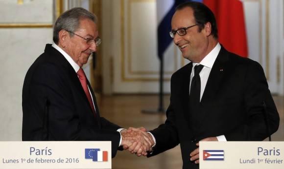 Raúl y Hollande en el Palacio del Elíseo. Foto: AP