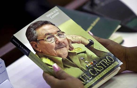 Presentan en China el libro Raúl Castro: un hombre en Revolución