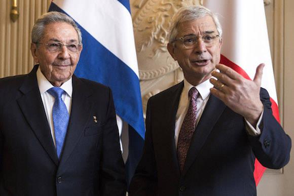 Raúl dialogó también con el Presidente de la Asamblea Nacional de Francia, Claude Bartolone. Foto: AP/ Pool