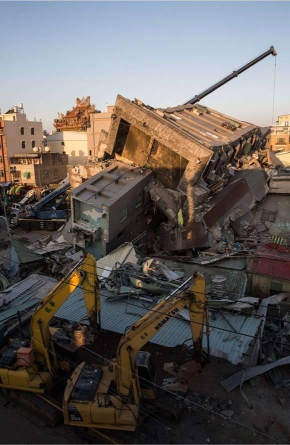 Se lanzó una investigación para ver si la construcción del edificio contribuyó a su colapso. Foto: BBC.