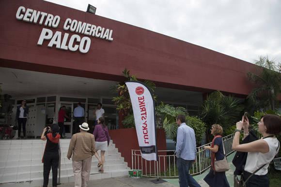 En Cuba, por primera vez, 100 empresarios estadounidenses, a nombre de medio centenar de bodegas con más de 100 tipos de productos en cartera. Foto: Ismael Francisco/ Cubadebate