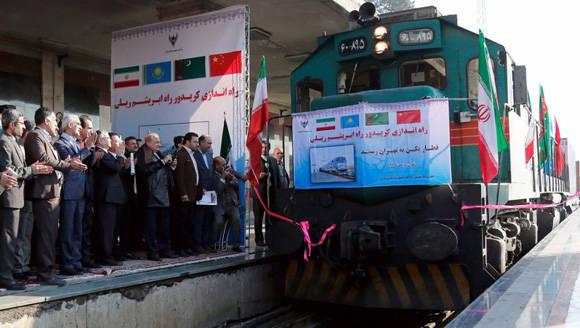 El primer tren de mercancías que conecta a China con Irán llegó a Teherán después de recorrer más de 10.000 kilómetros. Foto: AFP.