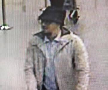 Imagen captada por una cámara de seguridad del sospechoso en el aeropuerto el día de los atentados.