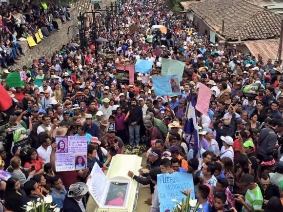 Adiós multitudinario a líder indígena Berta Cáceres en Honduras