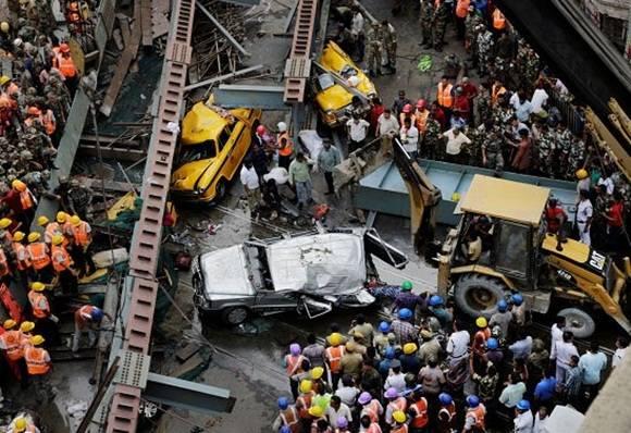 Mamta Banerjee, el máximo cargo electo del estado de Bengala Occidental, confirmó la muerte de 15 personas en el siniestro.
