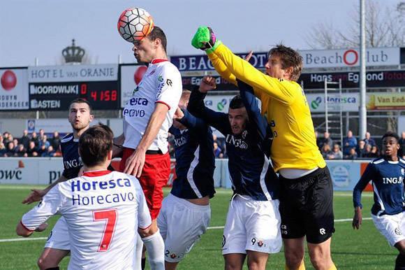 Edwin van der Sar se puso  los guantes otra vez a sus 45 abriles. Foto tomada de El Nuevo Diario.