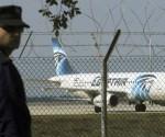 El avión de EgyptAir obtuvo permiso de aterrizar en Lárnaca a las 8:50 de la mañana. Foto: Reuters.