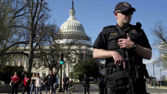 El sospechoso resultó herido cuando intentaba entrar en el centro de visitantes del edificio. Foto: Reuters.