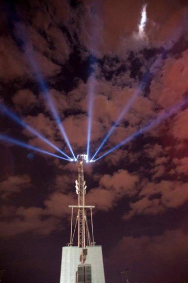 Prueban las luces del escenario. Foto: Iván Soca/ Cubadebate.