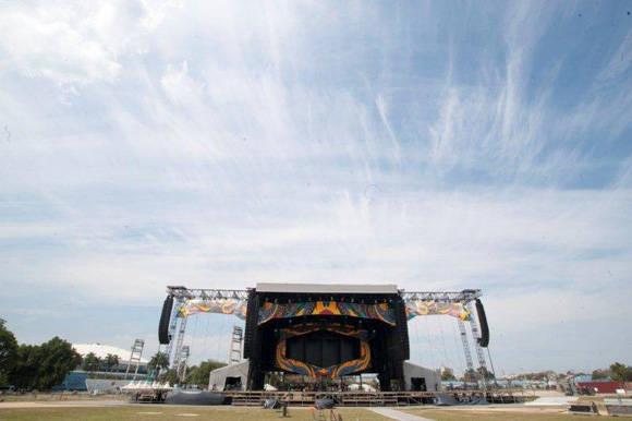 Escenario en el que tocarán los Rolling Stones en La Habana. Foto: Iván Soca/ Cubadebate.