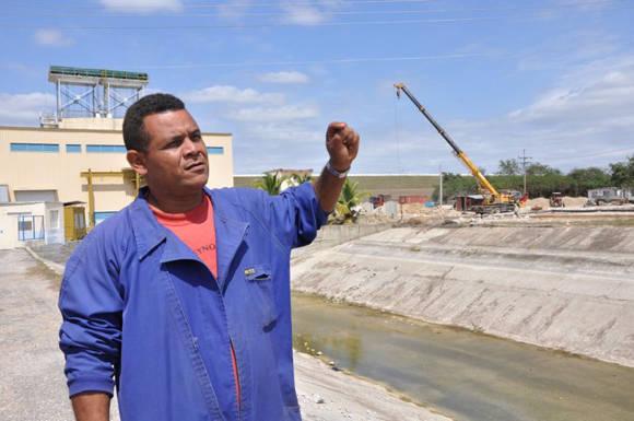"""Alexander Castro: """"Esto va a quedar como un río de concreto"""". Foto: Vicente Brito"""