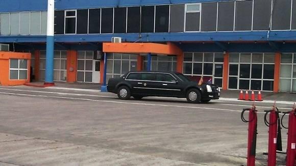 La bestia llega al aeropuerto. Foto: Oscar Figueredo/ Cubadebate.
