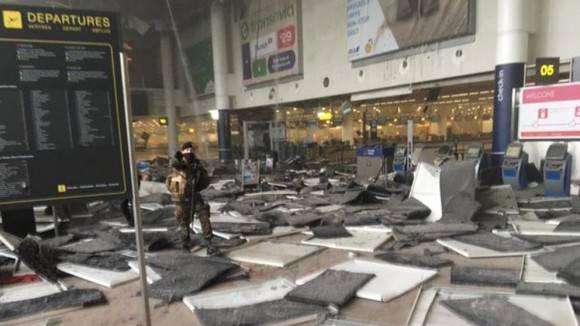 Imagen resultado de las explosiones en el aeropuerto de Bruselas. Foto tomada de La Vanguardia.