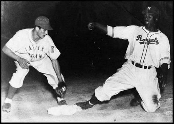 Jackie Robinson (Montreal) vs Havana Cubans 1947 (El jugador de los Cubans es Valeriano Lino Fano)
