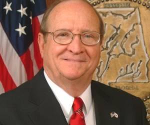 John McMillan, Comisionado del Departamento de Agricultura e Industrias.