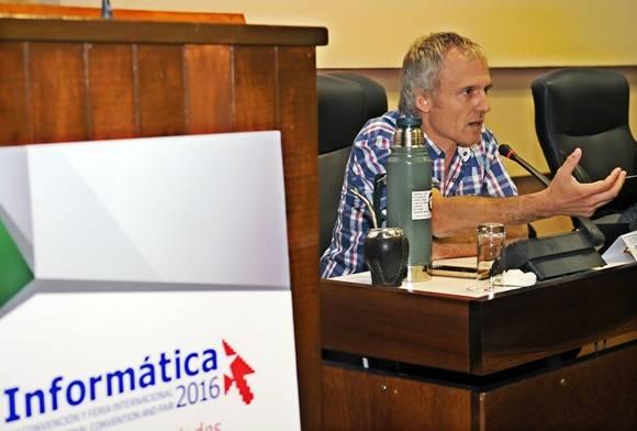 Enrique Amestoy durante la conferencia magistral.
