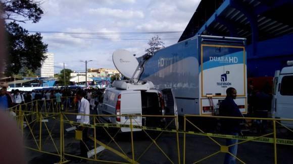 La TV Cubana lista para la transmisión del juego Cuba-Tampa Bay Rays. Foto: Néstor Madruga / Colaborador de Cubadebate