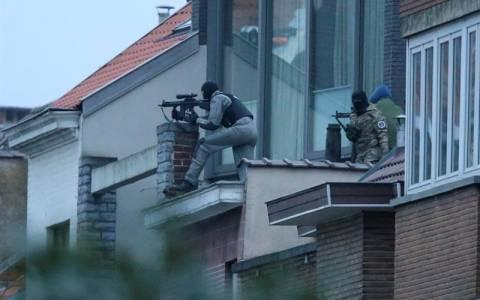 Las fuerzas de seguridad una nueva operación antiterrorista en el distrito bruselense de Molenbeek. Foto:  EFE.