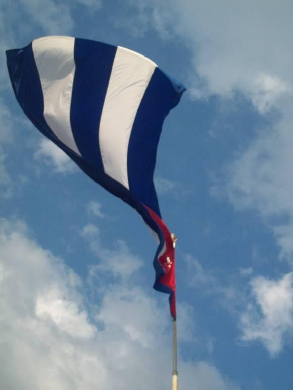 Mi Bandera.  Foto: Delvis Toledo De la Cruz, soy estudiante de la Universidad Central de Las Villas / Cubadebate