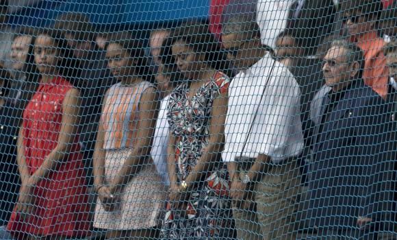 Minuto de Silencio en juego Cuba-Tampa Bay Rays por las víctimas de los atentados terroristas en Bélgica, 22 de marzo 2016. Foto: Ismael Francisco / Cubadebate