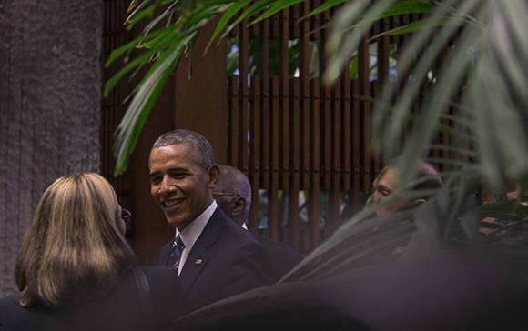 Obama conversa con Josefina Vidal. Foto: Ismael Francisco/Cubadebate.