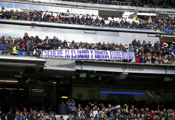 Pancarta retirada en el Bernabéu.  JOSÉ A. GARCÍA. MARCA