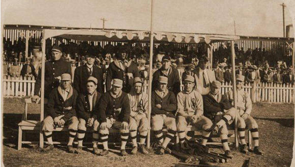 En diciembre de 1910 llegó a Cuba el PHILADELPHIA ATHLETICS, campeón de la Serie Mundial de las Grandes Ligas. Foto: Archivo.