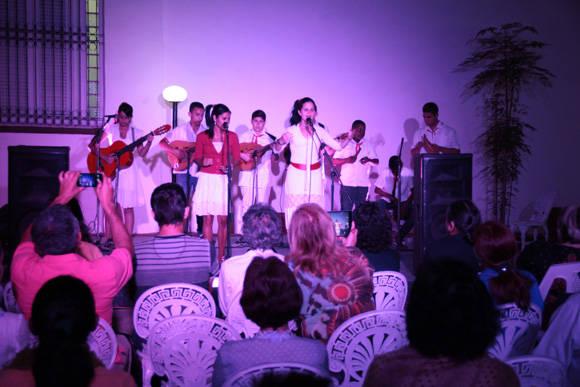 Ya en la noche, estos carismáticos niños güineros impresionaron al público con la calidad de su música. Foto. José Raúl Concepción/Cubadebate.
