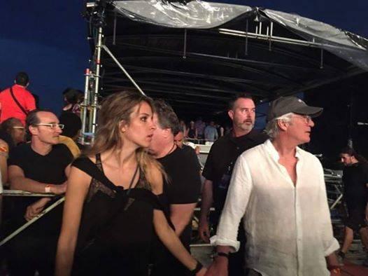 Richard Gere y la novia en el concierto de The Rolling Stones en La Habana.