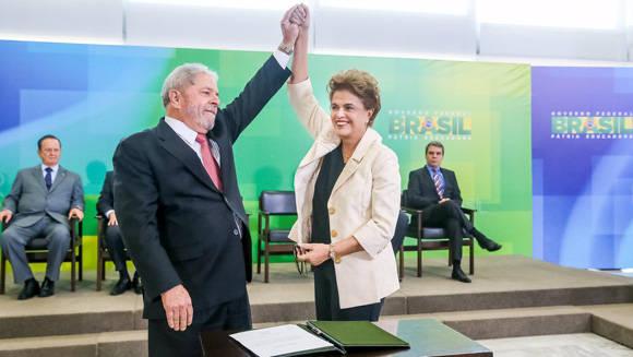 Rousseff y Lula durante el nombramiento de este último como ministro. Foto: Reuters/Roberto Stuckert.