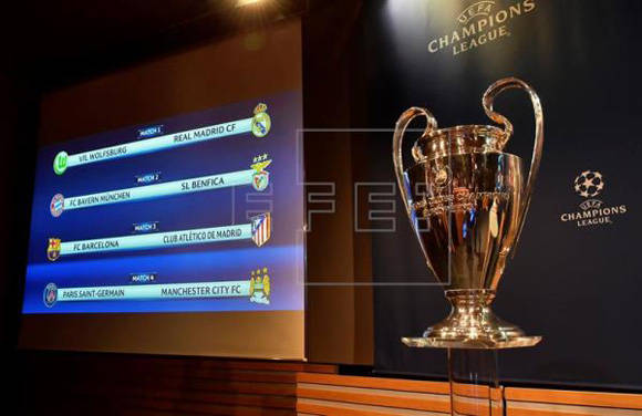 Vista de los emparejamientos de la fase de cuartos de final de la Liga de Campeones,tras el sorteo, junto al trofeo del campeonato en la sede de la UEFA en Nyon (Suiza). Foto: EFE.