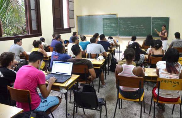 Cuba modificará sistema de enseñanza de las ciencias
