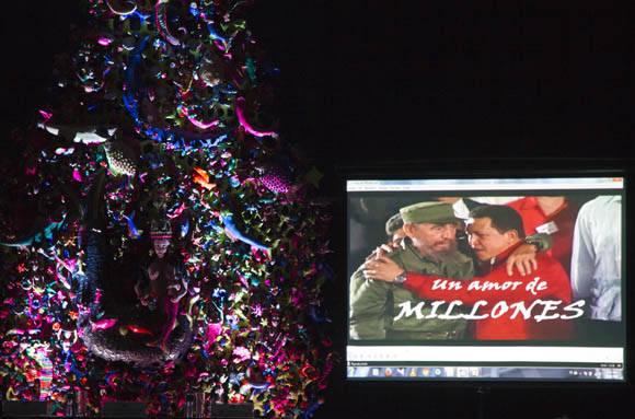 """Al inicio del acto se proyectó el audiovisual """"Un amor de millones"""", que fue ovacionado por el público asistente. Foto: Ismael Francisco/Cubadebate."""