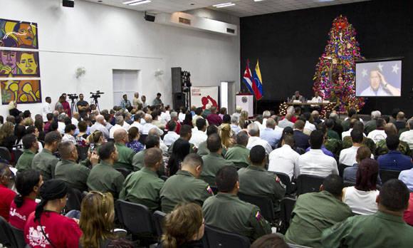 Representantes de las Fuerzas Armadas Bolivarianas y estudiantes de medicina venezolanos acudieron al acto. Foto: Ismael Francisco/Cubadebate.